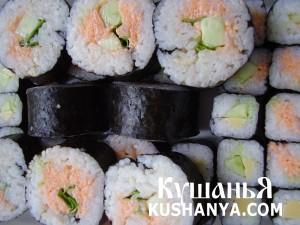 Суши хосомаки и футомаки с икрой, огурцом и твердым сыром (адаптированный р ... фото