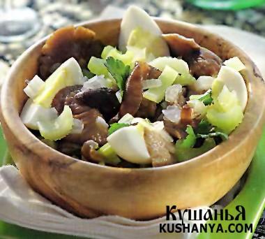 Фото Теплый салат из опят и яиц