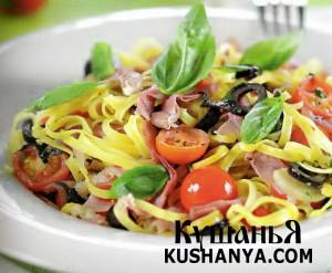 Феттучине с корейкой, маслинами и помидорами фото