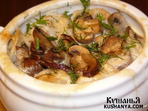 Фото Пельмени в горшочках с грибами и сыром