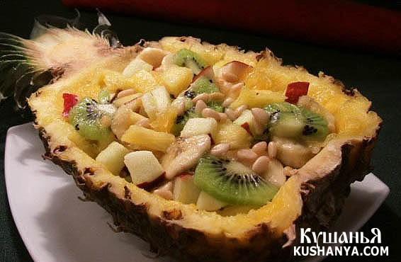 Фото Фруктовый салат в ананасе