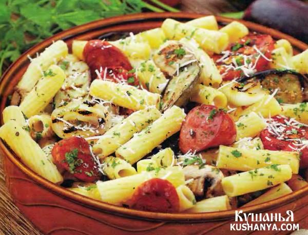 Фото Теплый салат с баклажанами и колбасками