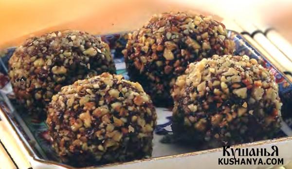 Фото Пирожное из песочной и бисквитной крошки с орехами