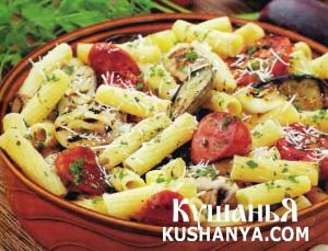 Теплый салат с баклажанами и колбасками фото