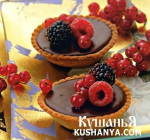 Тарталетки с ягодами и винным ганашем фото