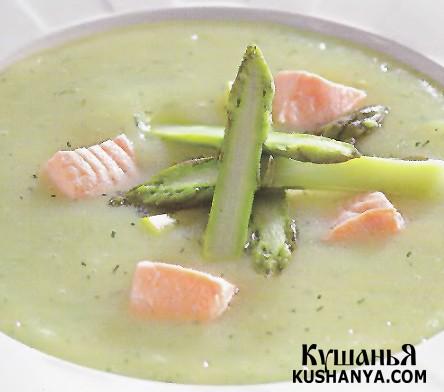 Фото Картофельный суп-пюре с лососем и спаржей
