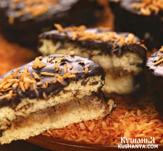 Фото Бисквитные пирожные с грушами, в шоколаде