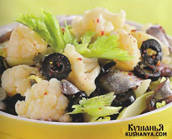 Фото Салат из цветной капусты с оливками