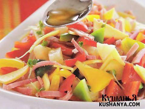 Фото Салат из салатного перца с окороком и сыром