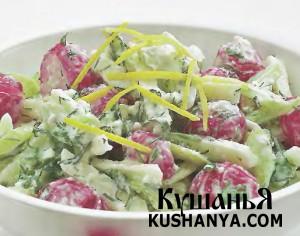 Летний салат с заправкой из брынзы фото