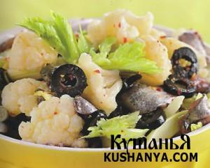 Салат из цветной капусты с оливками фото