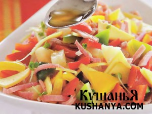 Салат из салатного перца с окороком и сыром фото