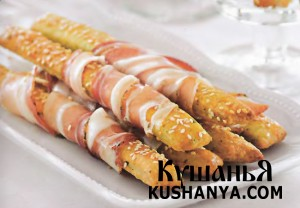 Хлебные палочки с сыровяленой ветчиной фото