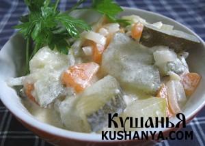 Горячий салат из тушеных кабачков фото