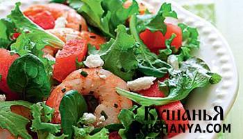 Фото Салат с креветками и арбузом