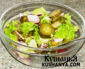 Салат из сладкого лука с огурцами фото