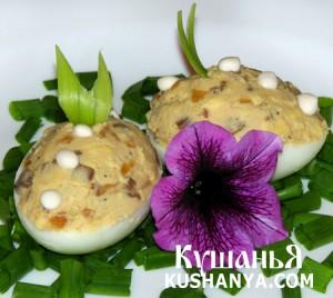 Яйца фаршированные луком и грибами фото