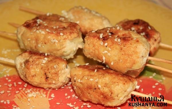 Фото Куриные колбаски с кунжутом