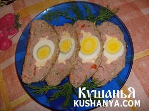 Мясной рулет с болгарским перцем и яйцом фото