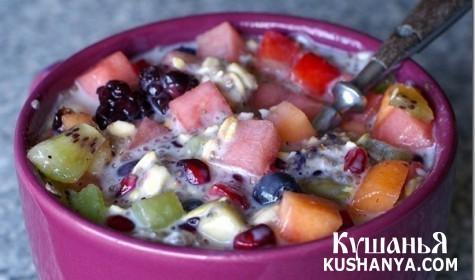Фото Салат с фруктами и овсяными хлопьями