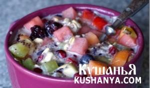 Салат с фруктами и овсяными хлопьями фото