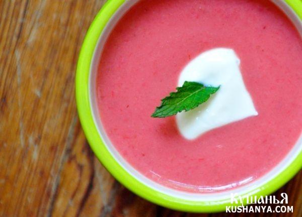 Фото Сладкий клубничный суп с ревенем