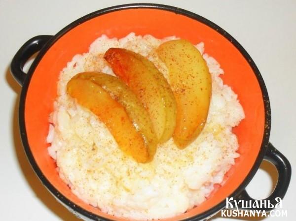 Фото Молочная рисовая каша с яблоками