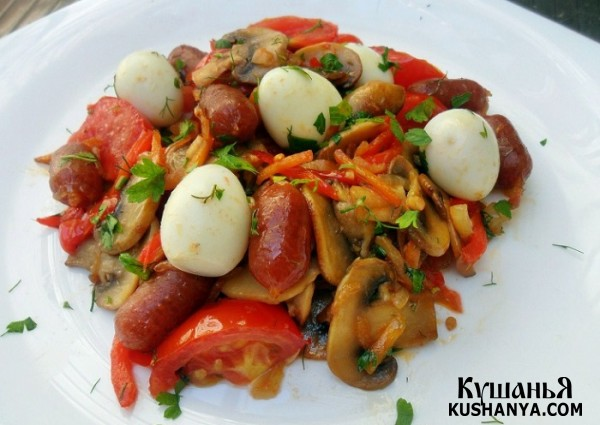 Фото Лечо с колбасками Пиколини и перепелиными яйцами