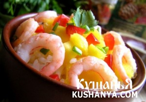 Салат с рисом, манго и креветками фото