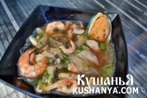 Острый суп с морепродуктами фото