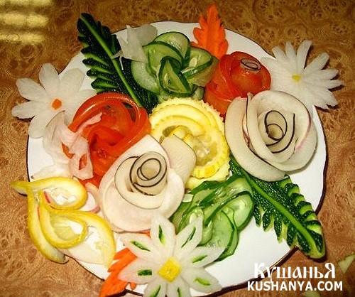 Овощная нарезка: огурцы, помидоры, лимоны и редька !