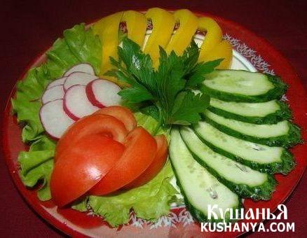 Овощная нарезка: помидоры, редиска, латук и болгарский перец !