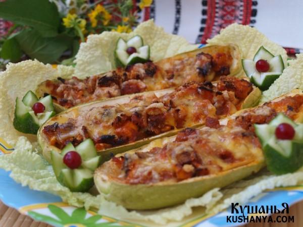 Фото Кабачки фаршированные курицей с овощами