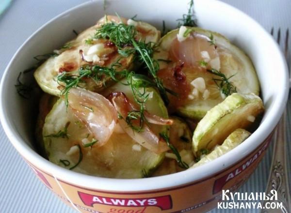 Фото Кабачки с луком под чесночным соусом