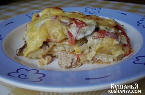 Фото Курица под шубой из баклажанов, картофеля, помидоров и сыра